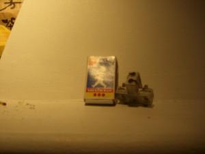 kolhållare och en vanlig tändsticksask